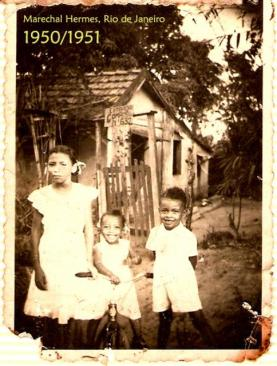 Minha tia-irmã Corina, minha irmã Virgínia e eu, feliz da vida, pouco antes da escola-prisão