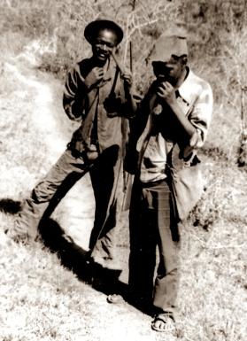 Chico Xavier e Paulo-vissungueiros - Foto Spirito Santo 1981