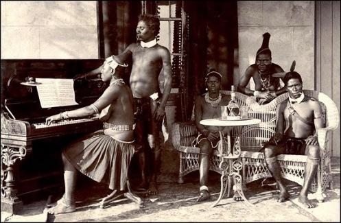 'Selvagens' zulu imitam brancos ao piano - Okinawa Soba on Flickrs