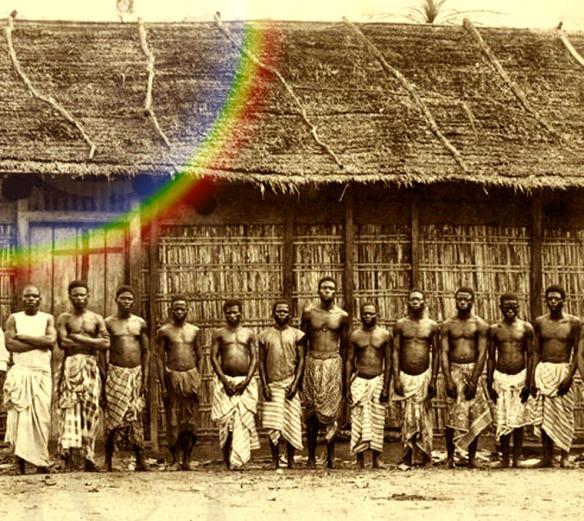 A foto é do século 19, na Guiné Bissau. A casa ao fundo, contudo - garanto -  tem muito a ver com as construções descritas pelos cronistas como sendo as do Kilombo de Palmares.