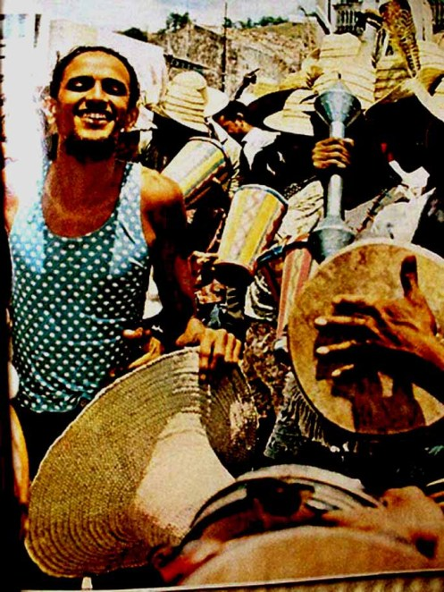 Caetano Veloso no carnaval da Bahia de 1971 -Revista Realidade - Upload S