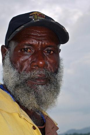 Francis Ona, líder revolucionário e, posteriormente rei de Bougainville, morto em 2005