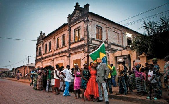 O desfile de carnaval que ocore entas dos festejos do Bonfim nas ruas da capital do Benin